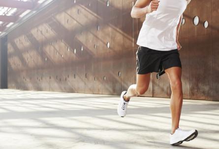 Es muy importante ejercitar todas las partes del cuerpo por igual (Istock)