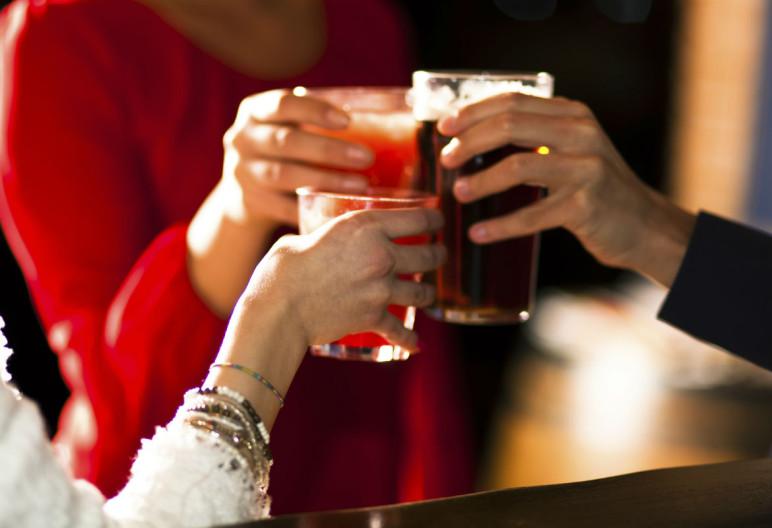 Muchas veces lo que nos hace engordar es lo que bebemos (iStock)